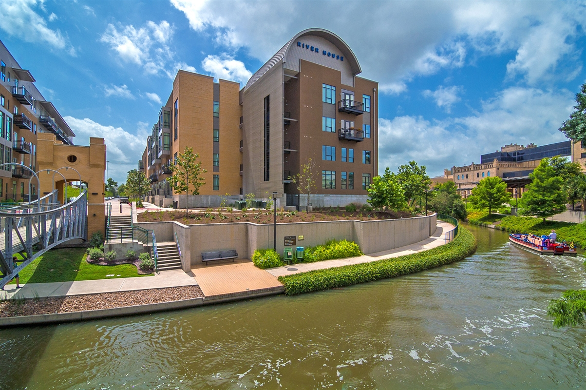 Apartments in san antonio tx river house for Zillow apartments san antonio